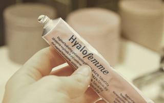 Appliquer le gel Hyalofemme
